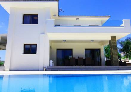 4 Bedroom Villa in Cape Greko <i>€ 1,300,000)}}