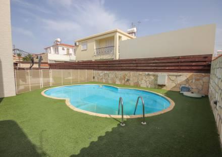 4 Bedroom Villa in Tersefanou <i>€ 263,000)}}