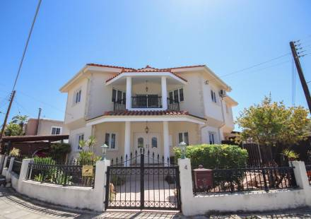 4 Bedroom Villa in Alethriko <i>€ 349,500)}}