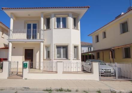 3 Bedroom Villa in Dhekelia Road <i>€ 345,000)}}