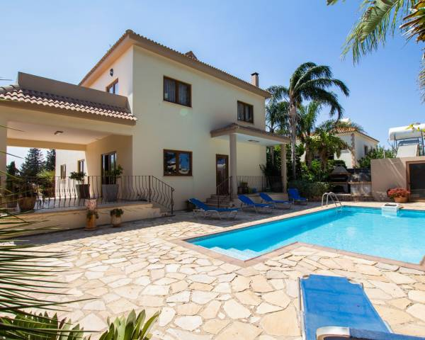 MLS10428 5 bedroom villa in Dherynia