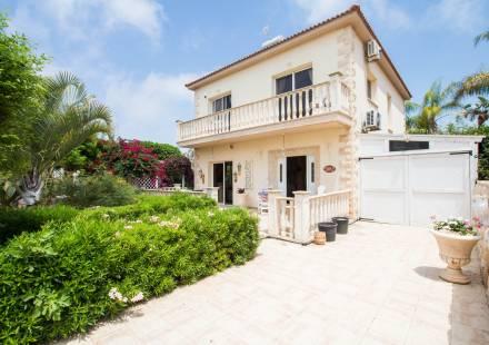 3 Bedroom Villa in Ayia Napa <i>€ 480,000)}}