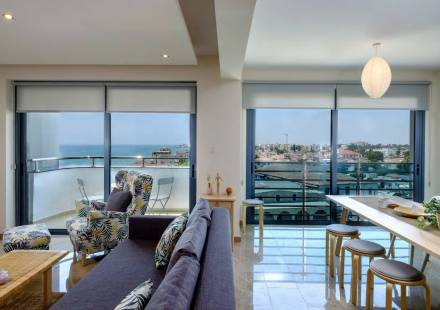 2 Bedroom Apartment in Larnaca Town <i>€ 695,000)}}