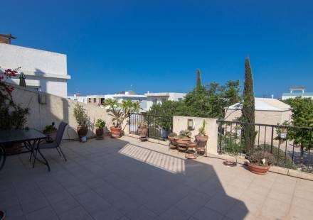 2 Bedroom Apartment in Frenaros <i>€ 95,000)}}