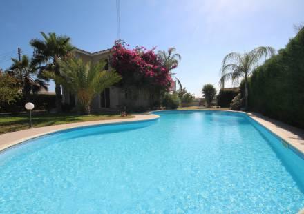 4 Bedroom Villa in Dhekelia Road <i>€ 599,950)}}