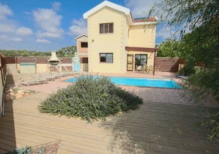 3 Bedroom Villa in Ayia Napa <i>€ 345,000)}}