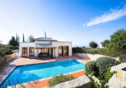 3 Bedroom Villa in Aphrodite Hills <i>€ 640,000)}}