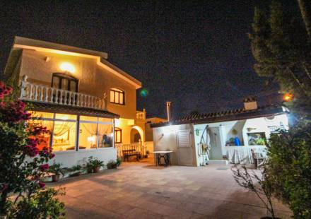 3 Bedroom Villa in Livadia <i>€ 299,950)}}