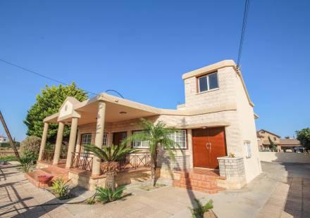 4 Bedroom Villa in Kiti <i>€ 280,000)}}