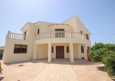 3 Bedroom Villa in Kiti <i>€ 385,000)}}