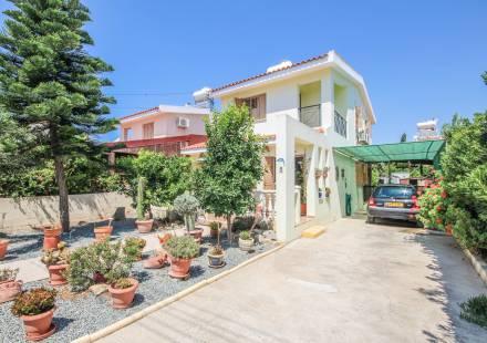 3 Bedroom Villa in Mazotos <i>€ 175,000)}}