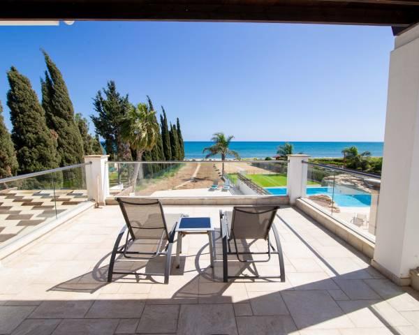 MLS0402 Four Bedroom Beachfront Villa in Faros Beach