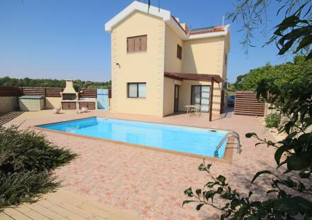4 Bedroom Villa in Ayia Napa <i>€ 360,000)}}