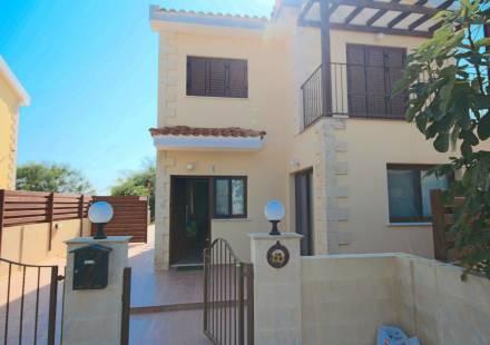 4 Bedroom Villa in Ayia Napa <i>€ 360,000)}}
