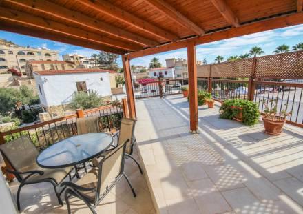 2 Bedroom Villa in Oroklini <i>€ 250,000)}}