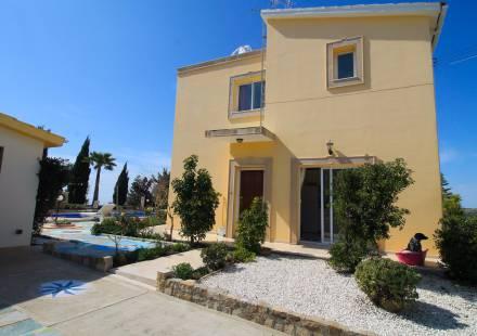 2 Bedroom Villa in Minthis Hills - Tsada <i>€ 580,000)}}