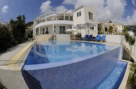 Luxury Villa In Peyia