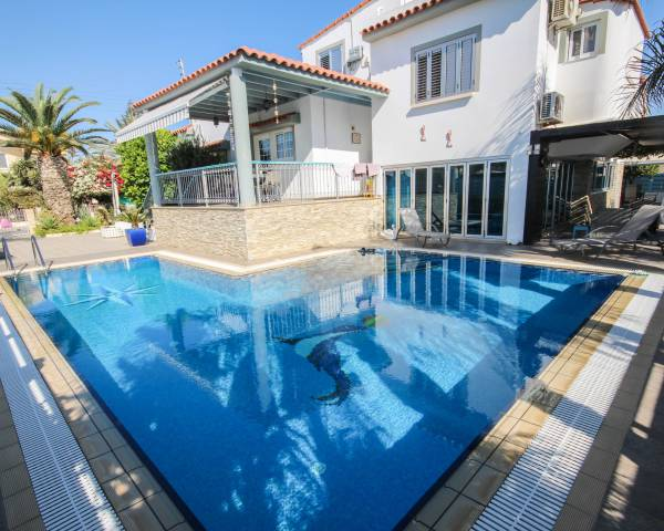 MLS5273 Five Bedroom House in Dhekelia Road