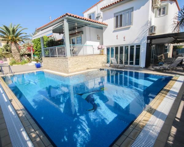MLS5273 Five Bedroom House in Dhekelia Road
