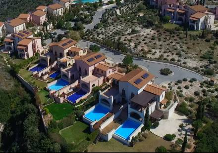 3 Bedroom Villa in Aphrodite Hills <i>€ 695,000)}}
