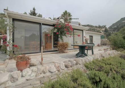 3 Bedroom Bungalow in Kamares Village <i>€ 290,000)}}