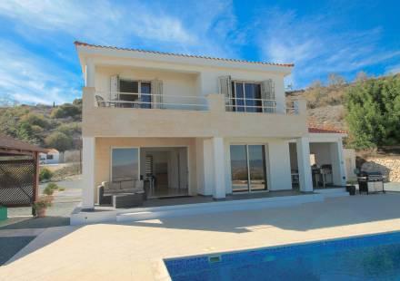 3 Bedroom Villa in Armou <i>€ 450,000)}}