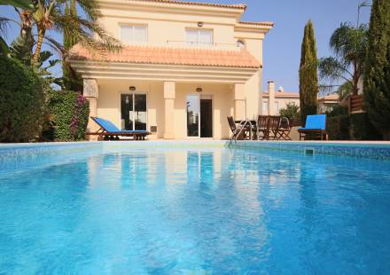 3 Bedroom Villa in Kapparis <i>€ 350,000)}}