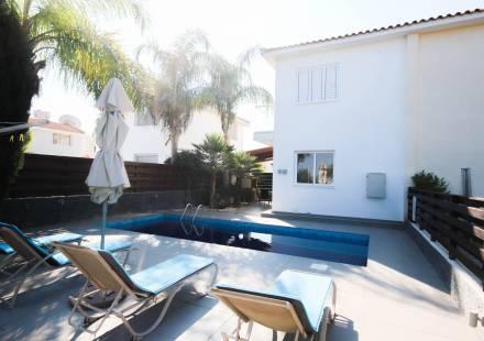2 Bedroom Villa in Protaras <i>€ 269,000)}}