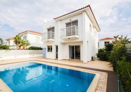 3 Bedroom Villa in Pernera <i>€ 450,000)}}