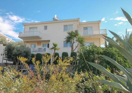 3 Bedroom Villa in Peyia <i>€ 329,950)}}