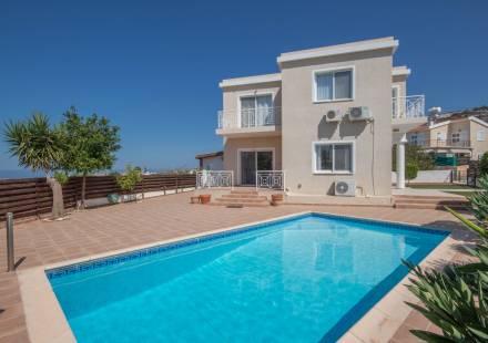 3 Bedroom Villa in Peyia <i>€ 320,000)}}