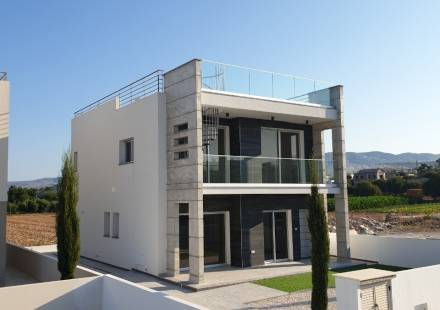 3 Bedroom Villa in Chloraka <i>€ 375,000)}}
