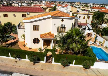 3 Bedroom Villa in Frenaros <i>€ 349,000)}}