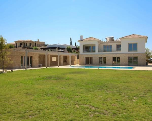 MLS8480 Luxury 5 Bed Villa In Aphrodite Hills