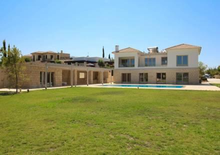 5 Bedroom Villa in Aphrodite Hills <i>€ 2,700,000)}}