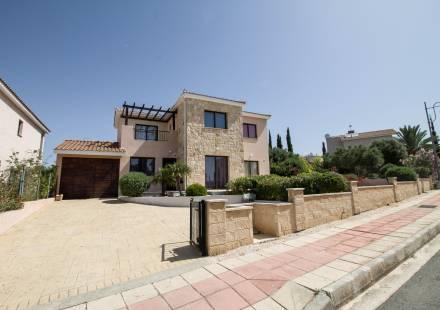 4 Bedroom Villa in Secret Valley <i>€ 340,000)}}