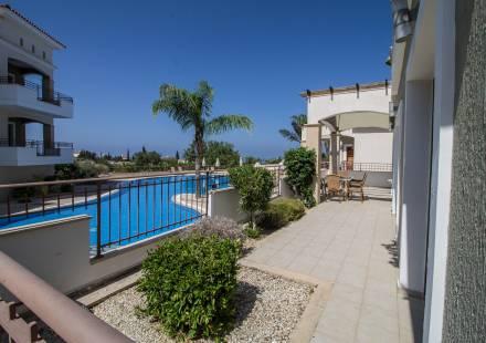 3 Bedroom Apartment in Peyia <i>€ 215,000)}}