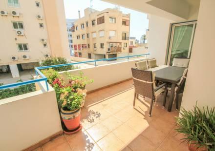 2 Bedroom Apartment in Larnaca Town <i>€ 135,000)}}