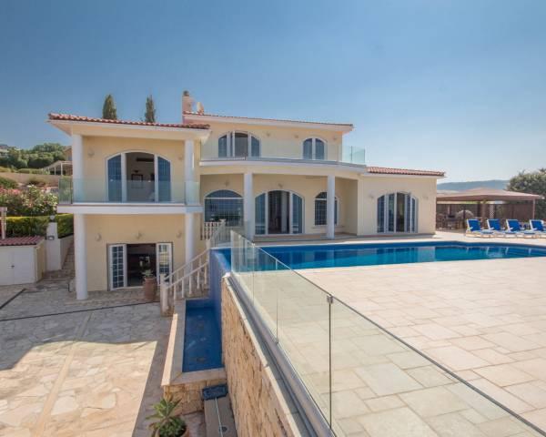 MLS8769 Luxury 6 Bed Villa In Akoursos Peyia