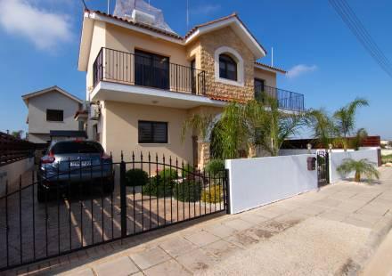 3 Bedroom Villa in Frenaros <i>€ 230,000)}}