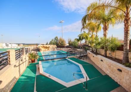 2 Bedroom Apartment in Oroklini <i>€ 135,000)}}