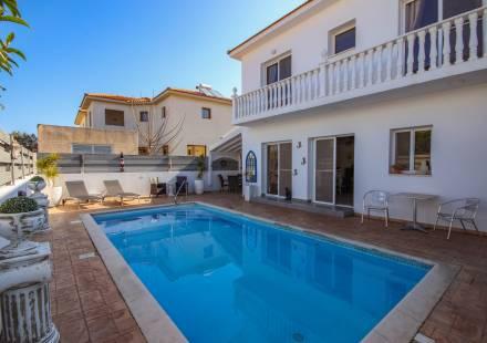 3 Bedroom Villa in Kiti <i>€ 265,000)}}