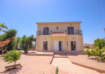 4 Bedroom Villa in Dhekelia Road <i>€ 550,000)}}