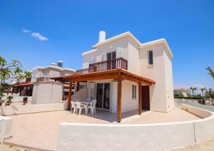 2 Bedroom Villa in Pervolia <i>€ 174,950)}}