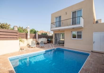 3 Bedroom Villa in Oroklini <i>€ 259,000)}}