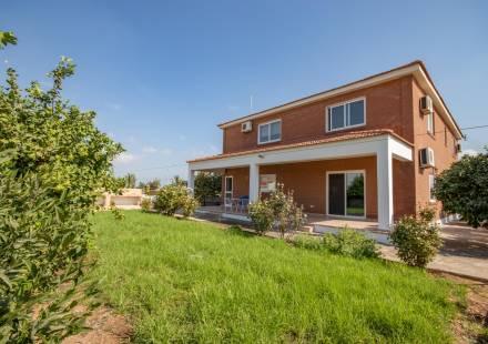4 Bedroom Villa in Kiti <i>€ 480,000)}}