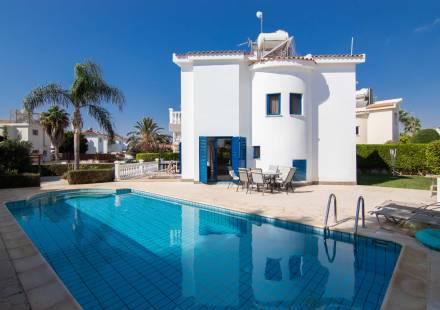 2 Bedroom Villa in Ayia Thekla <i>€ 320,000)}}