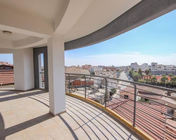 MLS9604 Three Bedroom Penthouse Apartment with Roof Terrace in Central Larnaca