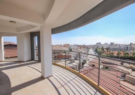 3 Bedroom Apartment in Larnaca Town <i>€ 299,000)}}