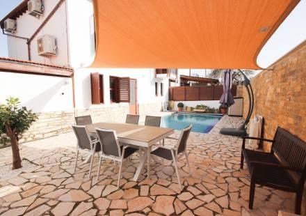3 Bedroom Villa in Pano Lefkara <i>€ 245,000)}}